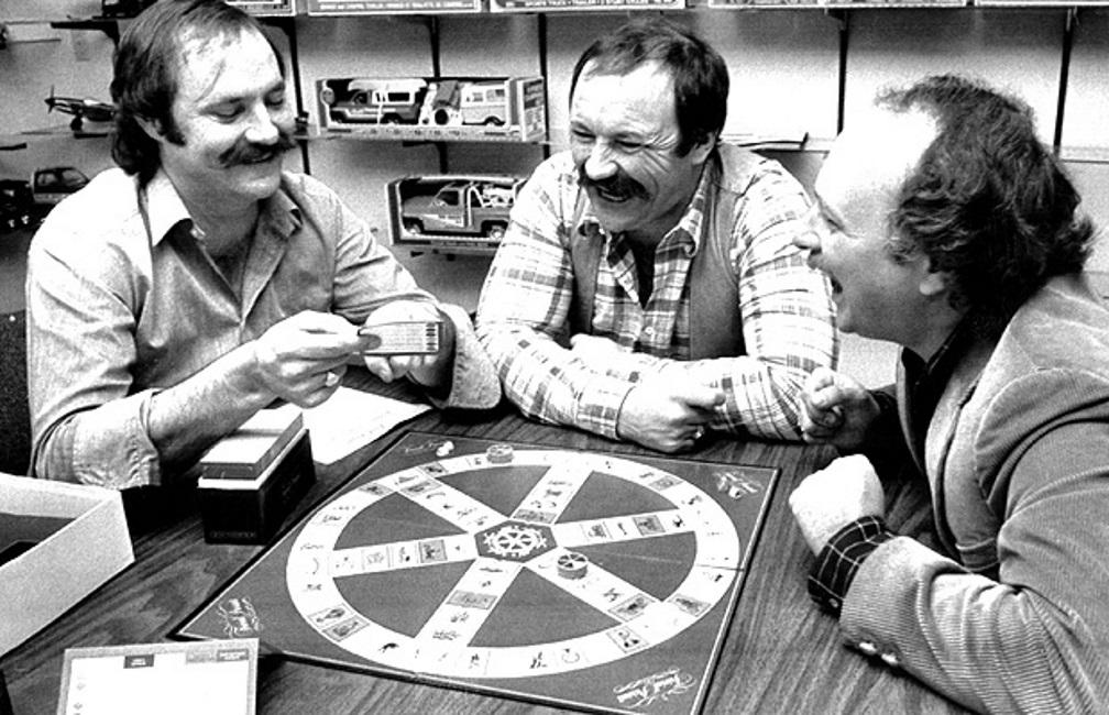 Questi non sono i Bee Gees, ma gli inventori del Trivial Pursuit in una foto del 1984: Chris Haney a sinistra, il fratello John Haney nel mezzo, Scotto Abbott a destra.  Photograph by: Canwest News Service