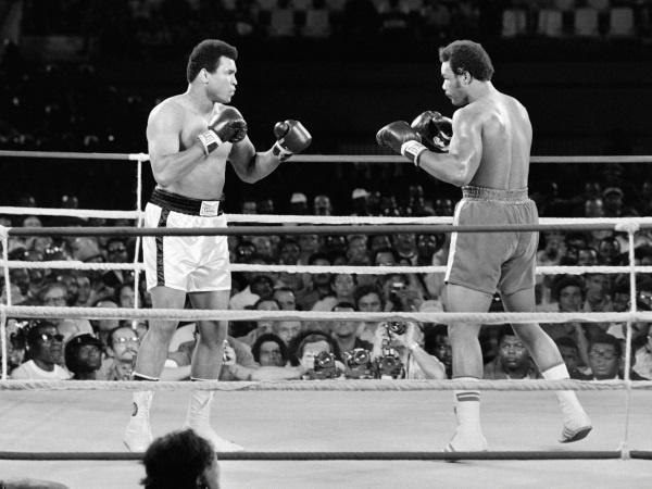 George Foreman e Muhammad Ali sul ring di Kinshasa (Photo by AFP).