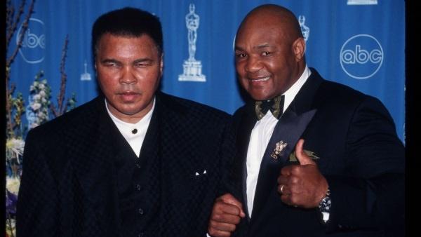 Muhammad Ali e Geroge Foreman alla premiazione degli oscar nel 1997 (fonte ABC News).