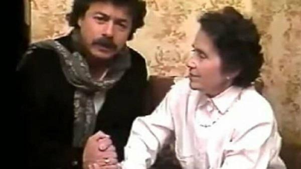 Carlos Caszely con la madre per dire NO alla conferma di Augusto Pinochet.