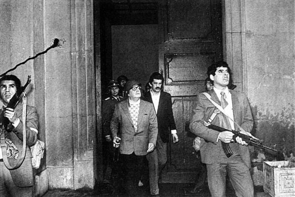 Salvador Allende arrestato a La Moneda dopo il colpo di stato del 1971.