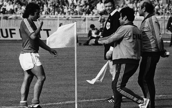 Carlos Caszely espulso durante Chile-Germania Ovest al Mondiale '74.