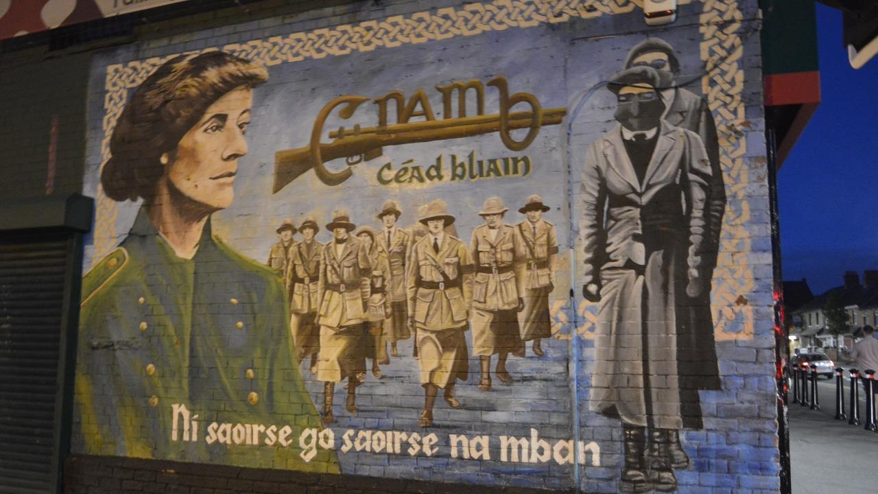 Le barricate del Nord Irlanda, un articolo di G. Levantini || Threevial Pursuit
