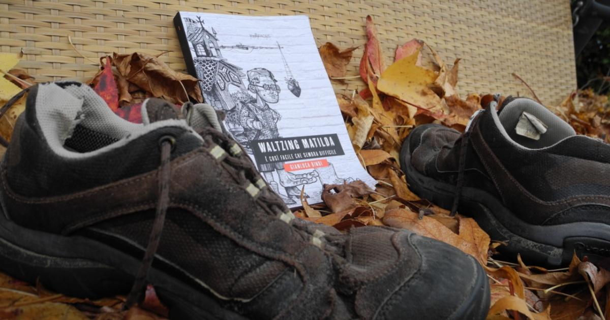 La prova di stampa di Waltzing Matilda e le scarpe con cui Gianluca ha attraversato la Tasmania