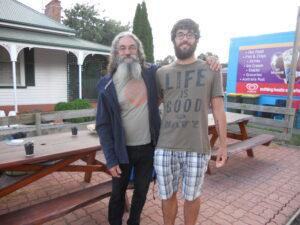 05 Gianluca Bindi_Waltzing Matilda_romanzo di viaggio_Tasmania Io e John post festival a Forth